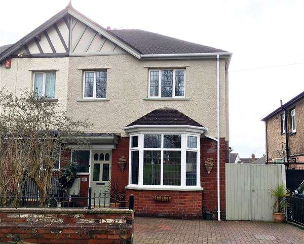 3 Bedrooms Semi Detached House for sale in Southlands Avenue, Wolstanton, Newcastle-under-Lyme