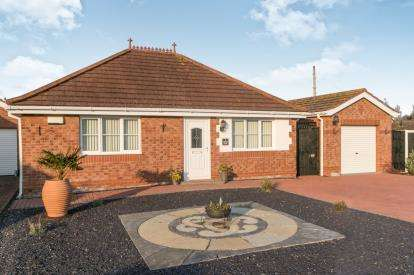 2 Bedrooms Bungalow for sale in Summer Court, Abergele, Conwy, North Wales, LL22