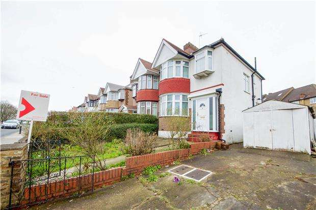3 Bedrooms Semi Detached House for sale in Roe Green, KINGSBURY, NW9 0NY