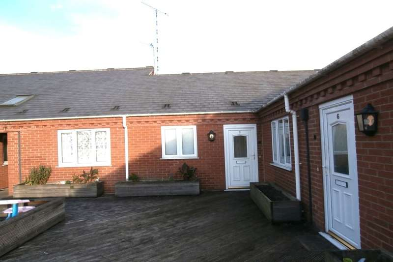 2 Bedrooms Flat for rent in Sleaths Yard, Bedworth, CV12