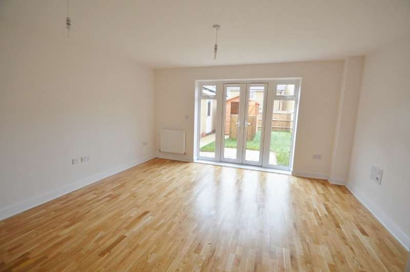 3 Bedrooms Semi Detached House for rent in Kings Reach, Langley, SL3