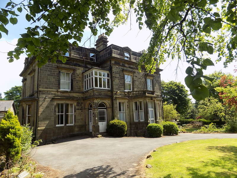 2 Bedrooms Flat for sale in Park Road, Buxton