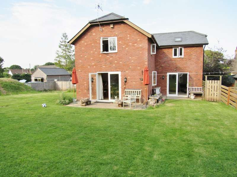 3 Bedrooms Detached House for rent in Village Road, Exeter