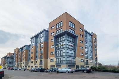 2 Bedrooms Flat for rent in Barrland Street, Pollockshaws