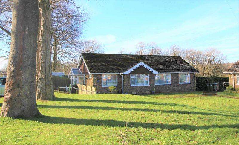 2 Bedrooms Semi Detached Bungalow for sale in Headley