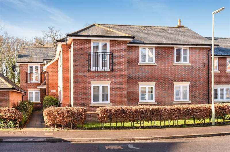 2 Bedrooms Flat for sale in Aldford House, Boundary Walk, Knowle, Fareham, Hampshire