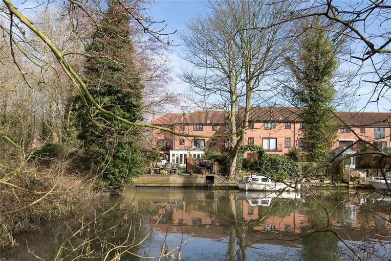 4 Bedrooms Semi Detached House for sale in Thorpe Hall Close, Norwich, Norfolk, NR7