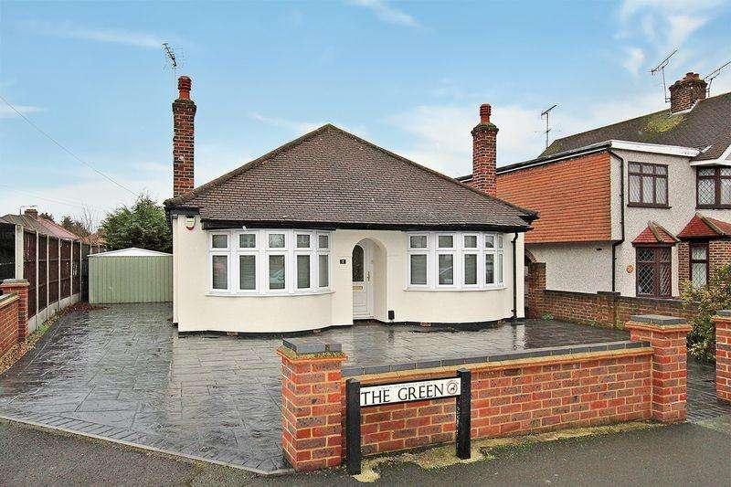 4 Bedrooms Detached Bungalow for sale in The Green, Bexleyheath