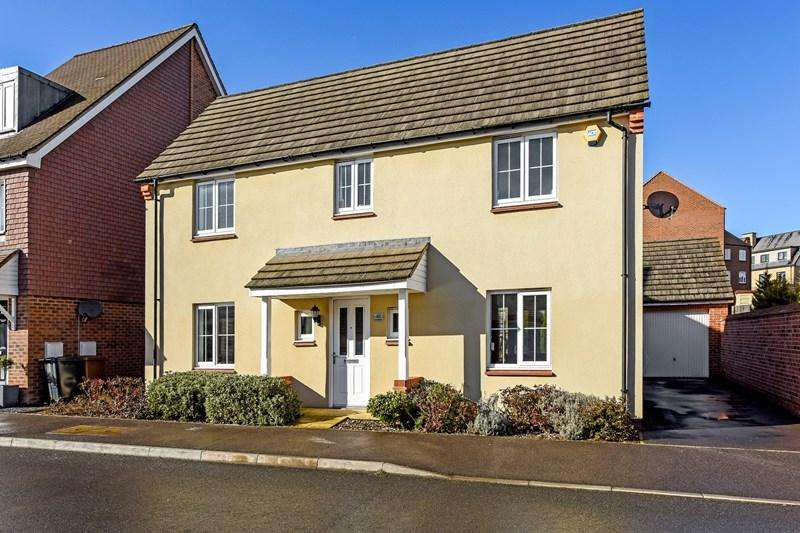 4 Bedrooms Detached House for sale in Sunflower Way, Andover