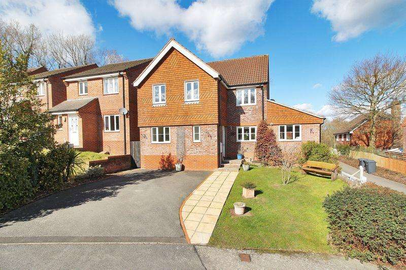 4 Bedrooms Detached House for sale in Pellings Farm Close, Crowborough, East Sussex