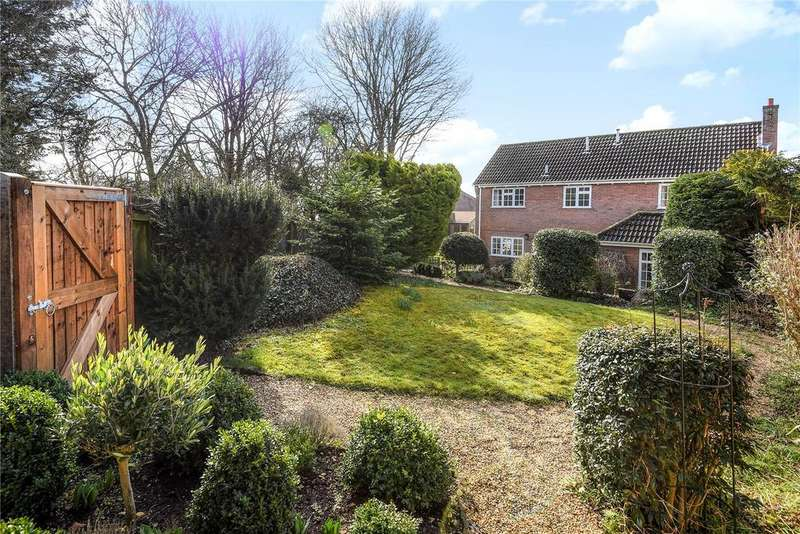 3 Bedrooms Detached House for sale in Hallwyck Gardens, Newmarket, Suffolk, CB8