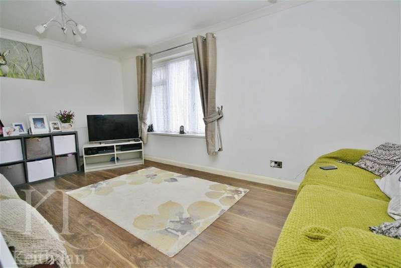 2 Bedrooms Apartment Flat for sale in Landau Way, Turnford