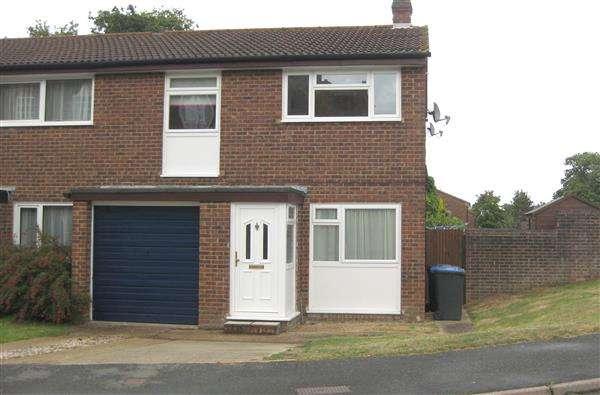 3 Bedrooms Semi Detached House for rent in Syresham Gardens, Haywards Heath