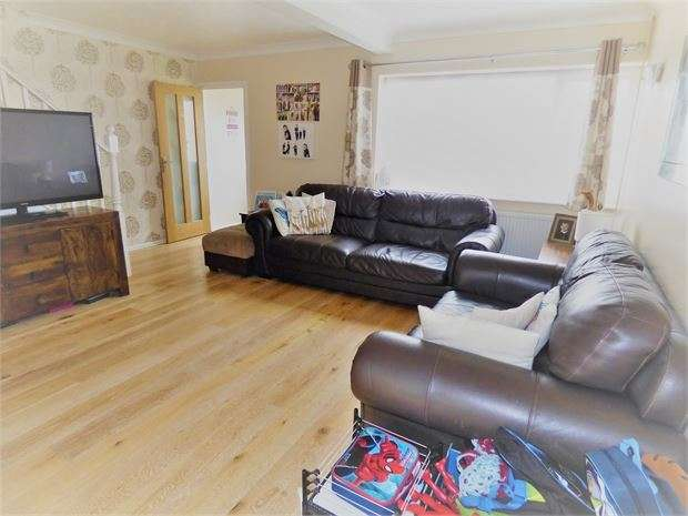 3 Bedrooms Terraced House for sale in Bramble Road, Leigh on sea, Leigh on sea, SS9 5HA