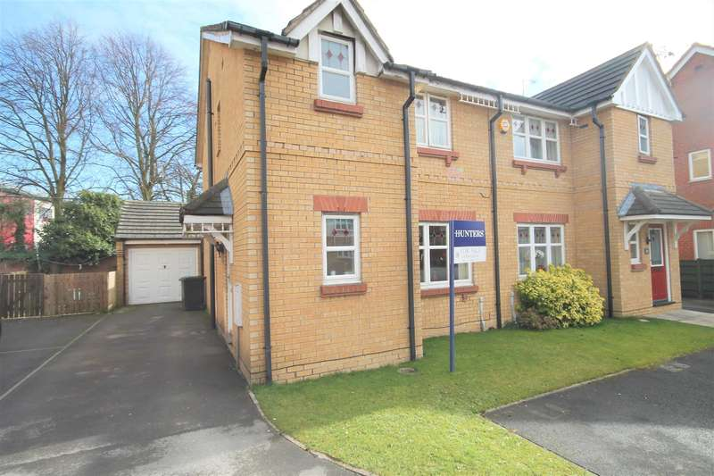 3 Bedrooms Semi Detached House for sale in Sails Drive, York, YO10 3LR