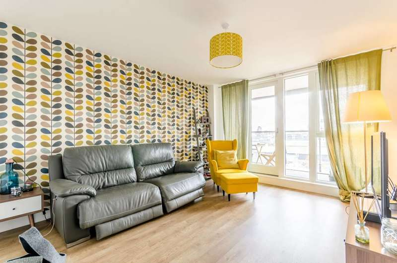 3 Bedrooms Flat for sale in Chaldron Court, Poplar, E14