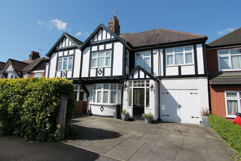 4 Bedrooms Detached House for sale in Carisbrooke Road, Leicester