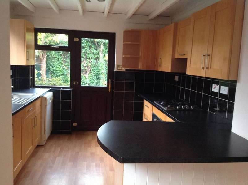 3 Bedrooms Semi Detached House for rent in The Northern Road, Crosby, Liverpool