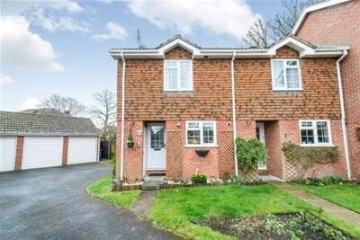 2 Bedrooms End Of Terrace House for rent in Hook, RG27