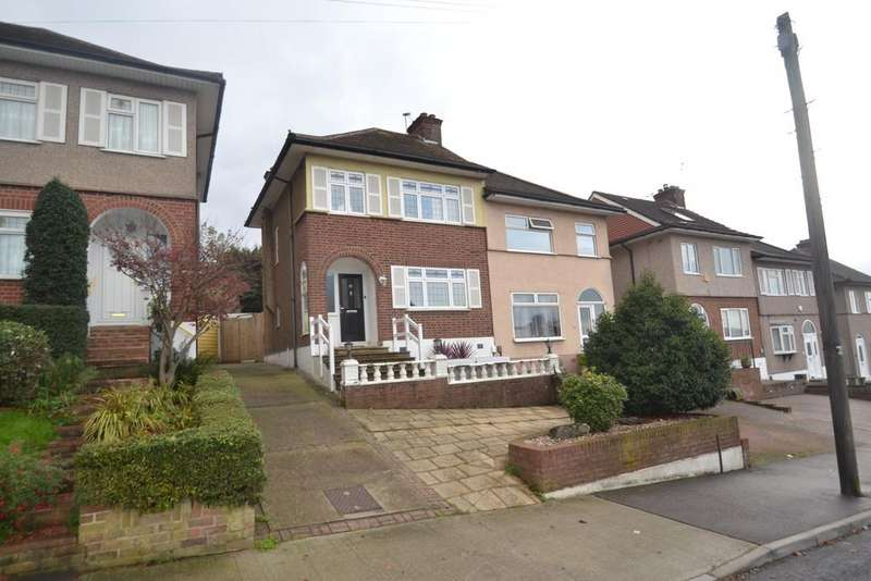3 Bedrooms Semi Detached House for rent in Kingshill Avenue, Collier Row