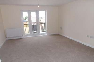2 Bedrooms Flat for rent in Buttermere Crescent, Lakeside