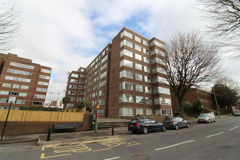 2 Bedrooms Flat for sale in Eaton Road, Hove
