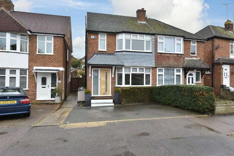 3 Bedrooms Semi Detached House for sale in Deepdene, Potters Bar, Herts