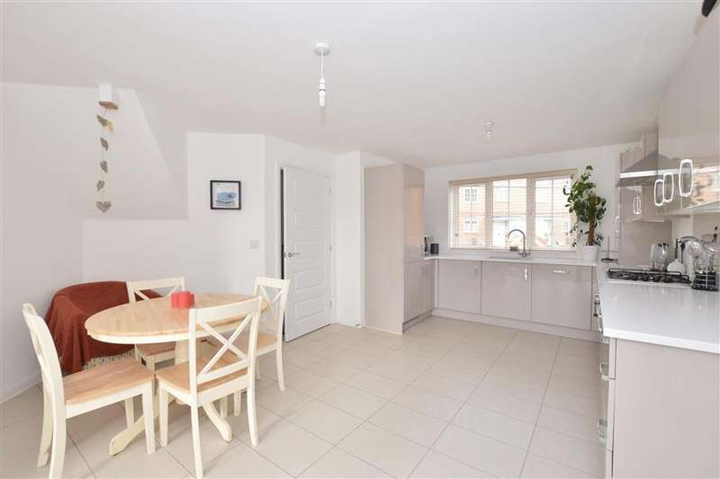 3 Bedrooms Detached House for sale in Lime Kiln Coppice, Felpham, Bognor Regis, West Sussex