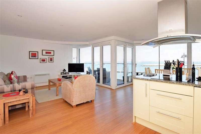 2 Bedrooms Apartment Flat for sale in The Parade, Cowes, Isle of Wight