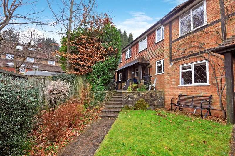 3 Bedrooms Terraced House for rent in Hazelwood Cottages, Harvest Hill, Godalming