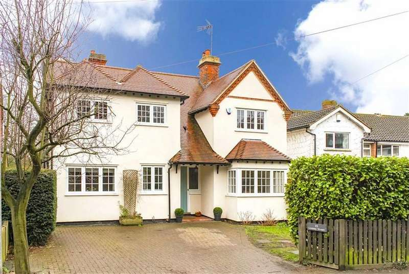 4 Bedrooms Detached House for sale in Lindsey Street, Epping, Essex, CM16