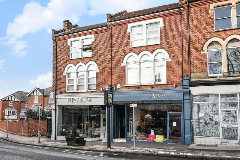 3 Bedrooms Flat for sale in Sundridge Parade, Plaistow Lane, Bromley