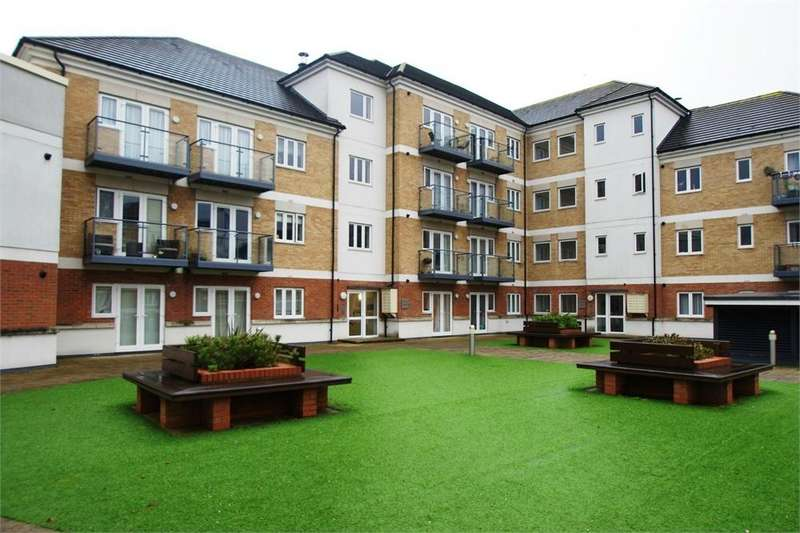 2 Bedrooms Flat for rent in Hales Court, Ley Farm Close, Watford, Hertfordshire