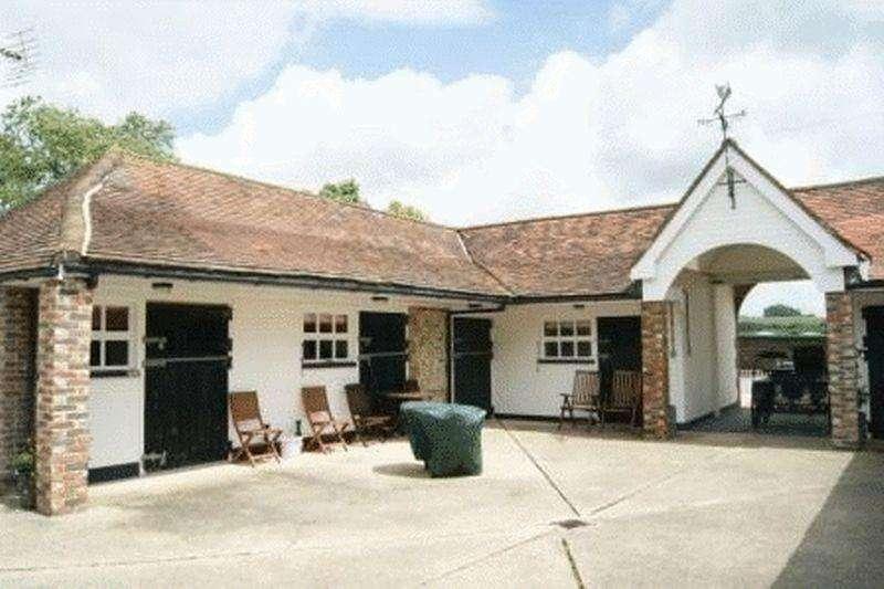 2 Bedrooms Detached House for rent in Thicket Lane, Halnaker