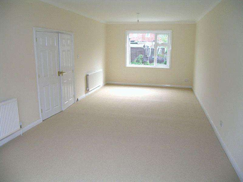 3 Bedrooms Semi Detached House for rent in Grantham Road, Norton TS20 1PP