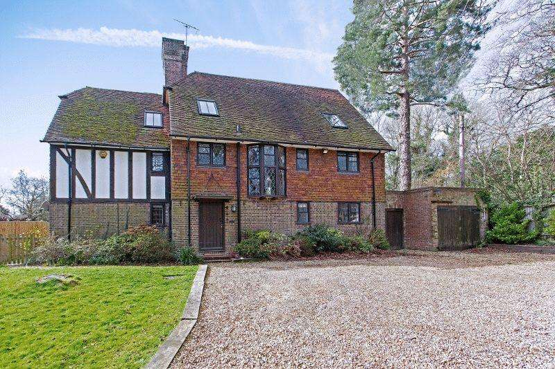 5 Bedrooms Detached House for sale in Tylers Green, Cuckfield, West Sussex