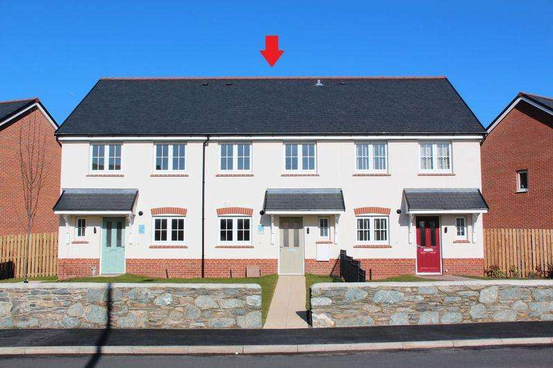 3 Bedrooms Terraced House for sale in South Stack Road, Holyhead