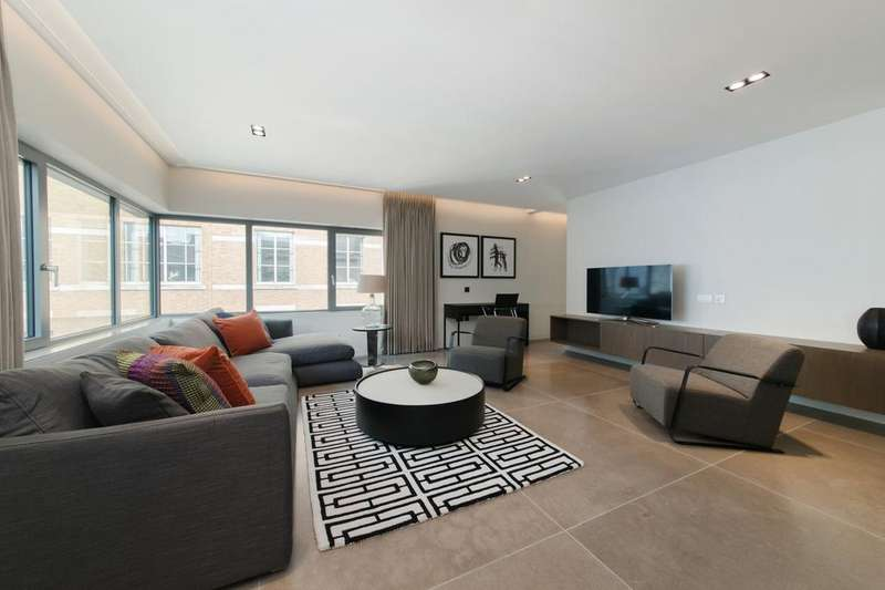 3 Bedrooms Flat for rent in Babmaes Street, St. James's, London