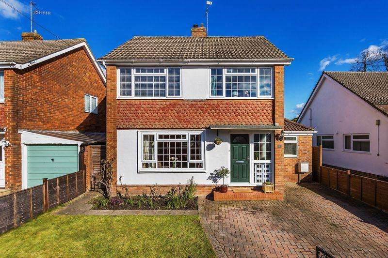 3 Bedrooms Detached House for sale in Brocks Drive, Guildford