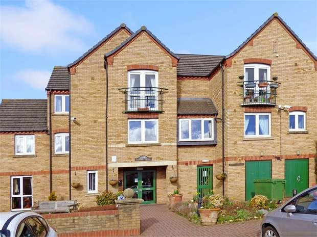 1 Bedroom Flat for sale in Burwell Hill, Brackley, Northamptonshire