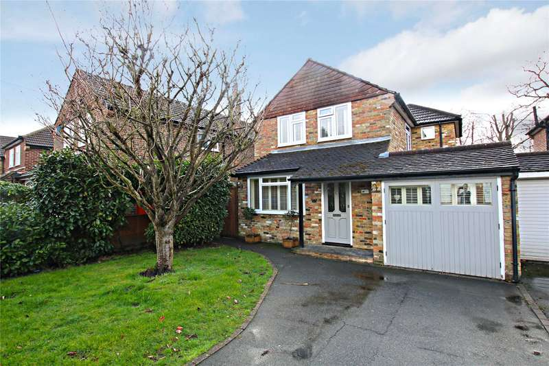 3 Bedrooms Detached House for sale in Lake Close, Byfleet, Surrey, KT14