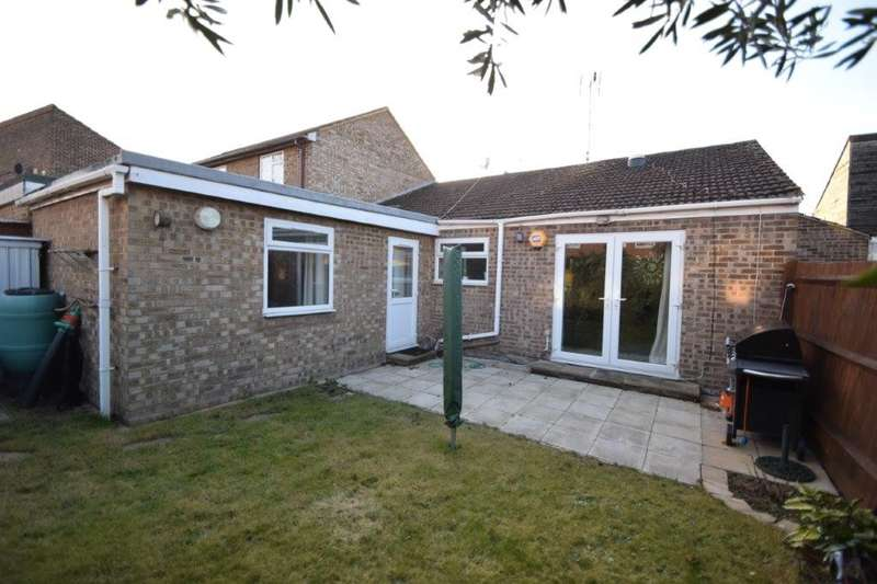 2 Bedrooms Bungalow for sale in Rochfords Gardens, Slough, SL2