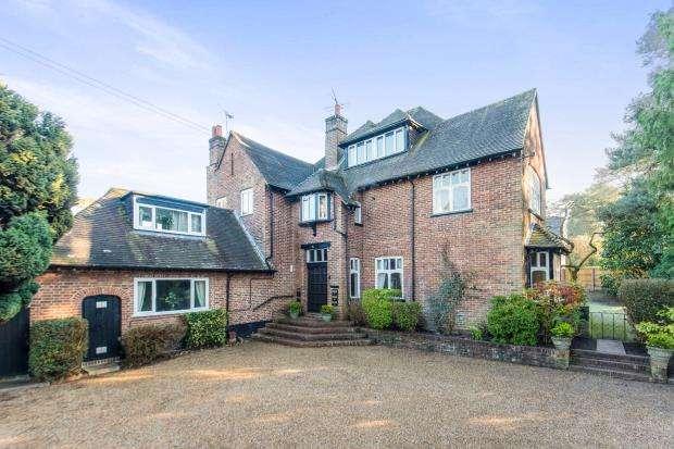 2 Bedrooms Flat for sale in Tekels Avenue, Camberley, Surrey