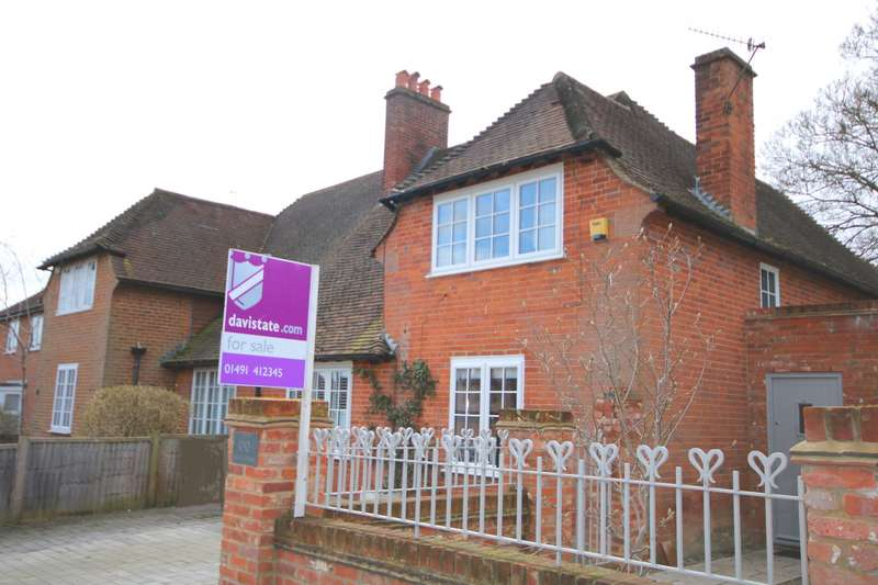 3 Bedrooms Semi Detached House for sale in Vicarage Road, Henley-On-Thames, RG9