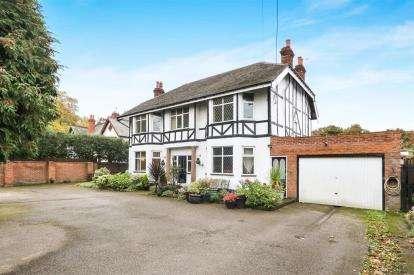 5 Bedrooms Detached House for sale in Hooton Park Lane, Hooton, Ellesmere Port, CH65