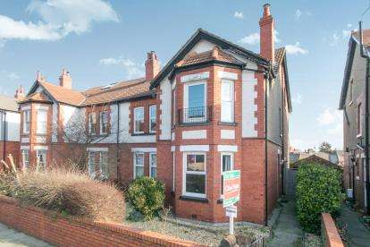 4 Bedrooms Maisonette Flat for sale in Kings Avenue, Meols, Wirral, CH47