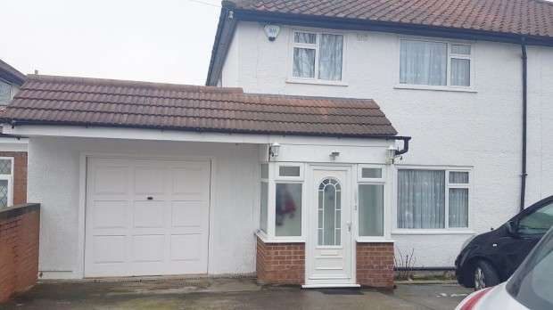 3 Bedrooms Semi Detached House for rent in Hunters Grove, Hayes, UB3