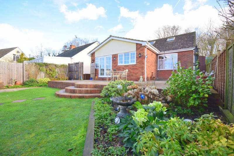 3 Bedrooms Detached Bungalow for sale in Little Baddow Road, Danbury, CM3 4NT
