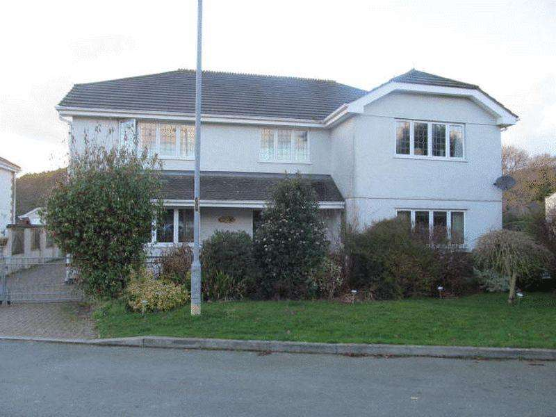 4 Bedrooms Detached House for rent in Large four bedroomed detached house. Lounge, Dining Room, Second Reception, Swimming Pool, Shower Room,...
