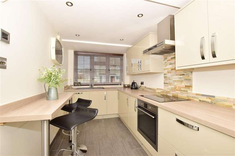 3 Bedrooms End Of Terrace House for sale in Portsmouth Close, Strood, Rochester, Kent